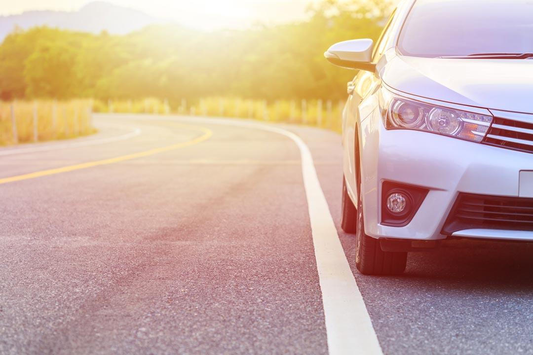 nova-smash-repairs-white-car-slider